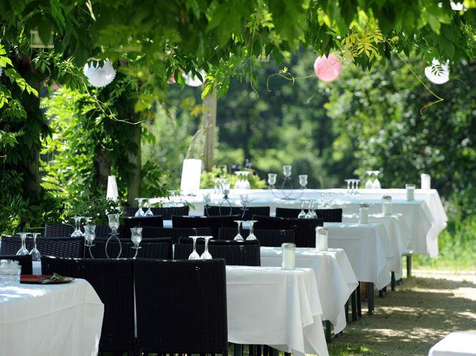 Beispiel: Tischanordnung - Garten, Foto: Hesperidengarten.