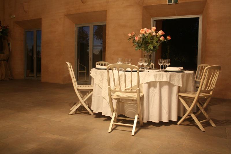 Detalle montaje mesa salón celebraciones Hacienda Molinillos
