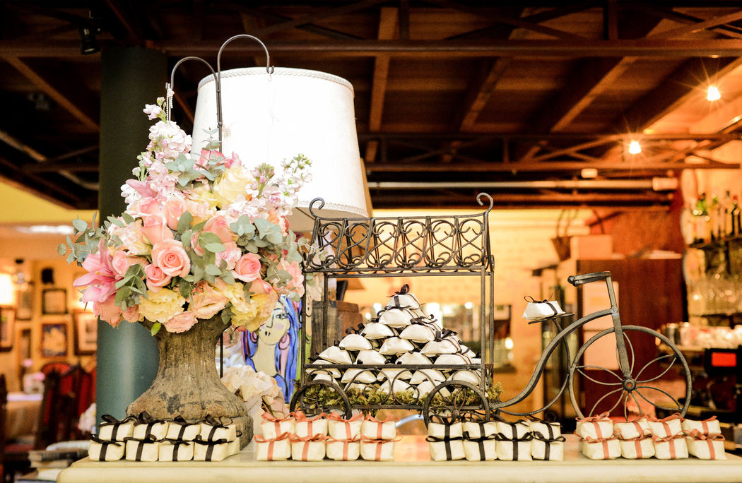 Mini Wedding Bistrô Ruella Projeto e Execução: L Leivas & Lourenço Wedding por Luciana Lourenço e Denise Leivas Fotografia: Marina Wang Fotografia