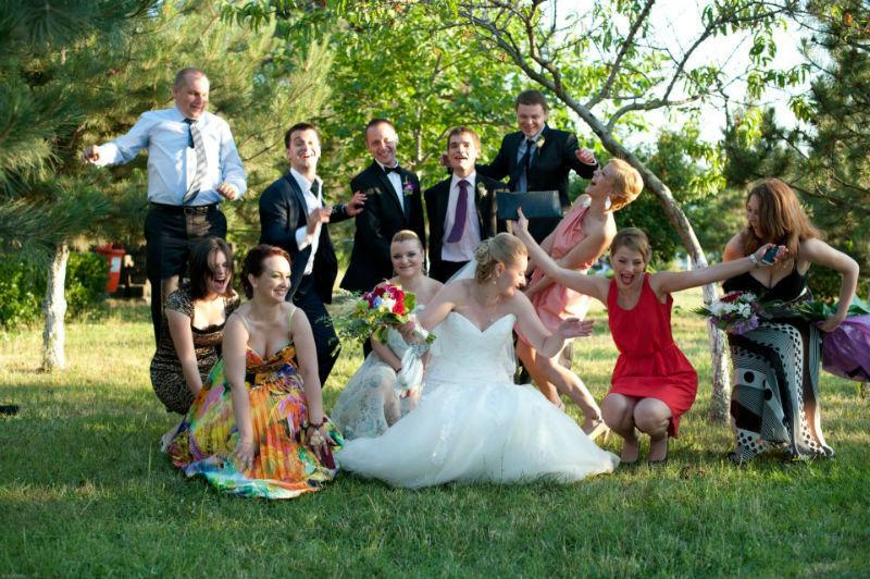 Beispiel: Fotos von der Hochzeitsgesellschaft, Foto: Alex Jidovu.