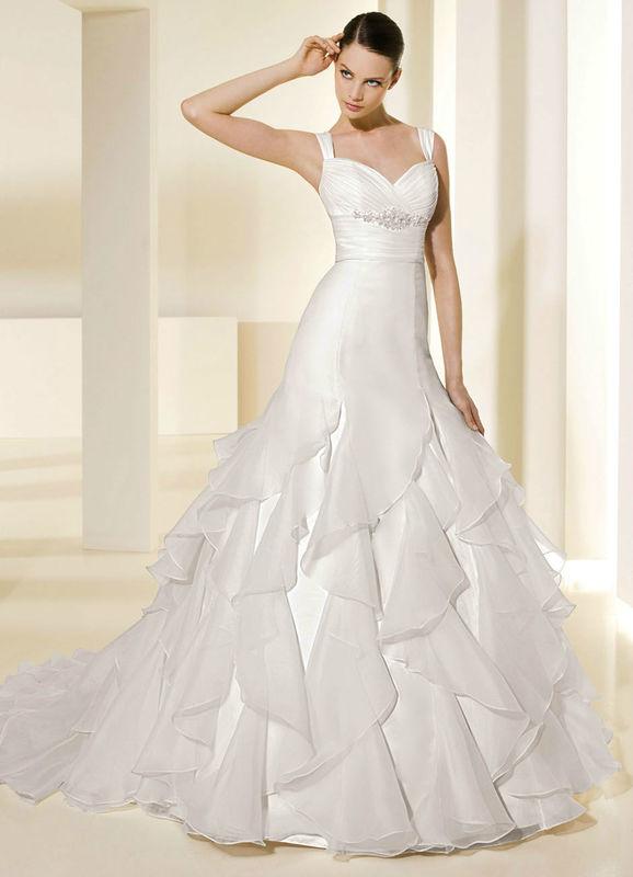 Beispiel: Kleider und Accessoires für die Hochzeit, Foto: Babylon Brautmoden Outlet.