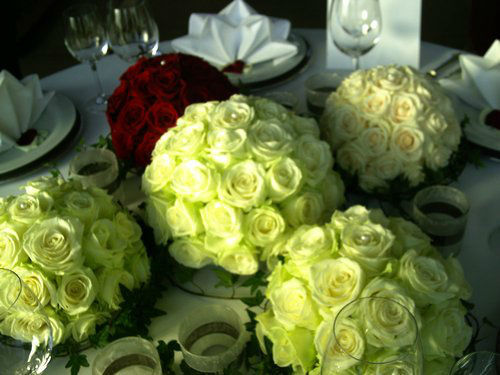 Beispiel: Floraler Tischschmuck, Foto: Blumenstüberl Helmut Frick.