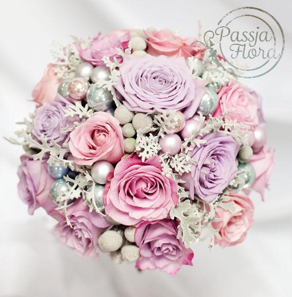 Bukiet ślubny z fioletową różą
