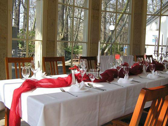 Beispiel: Tischdekoration, Foto: Glashaus im Clarapark.