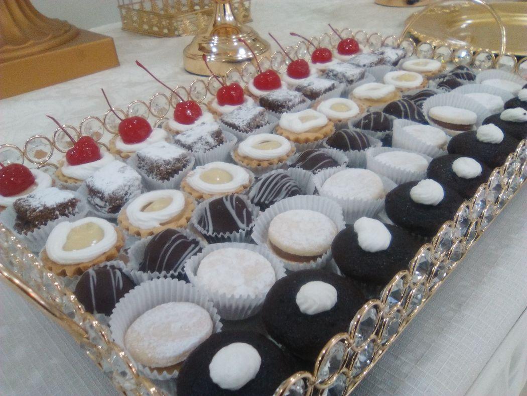 Variedad de bocaditos dulces