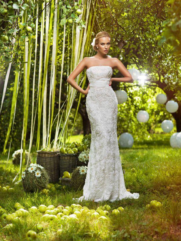 Оригинальное прямое свадебное платье с отрезным корсетом и драпированным поясом от Helen Miller
