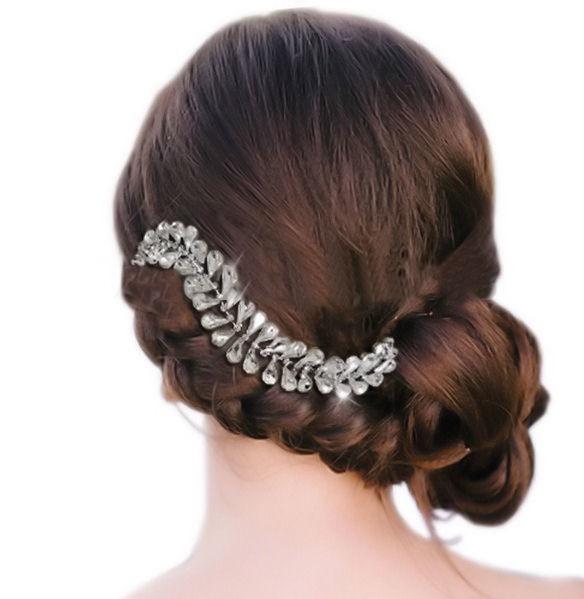 peigne coiffure mariage gouttelettes en cristal dans un chignon flou bohème chic