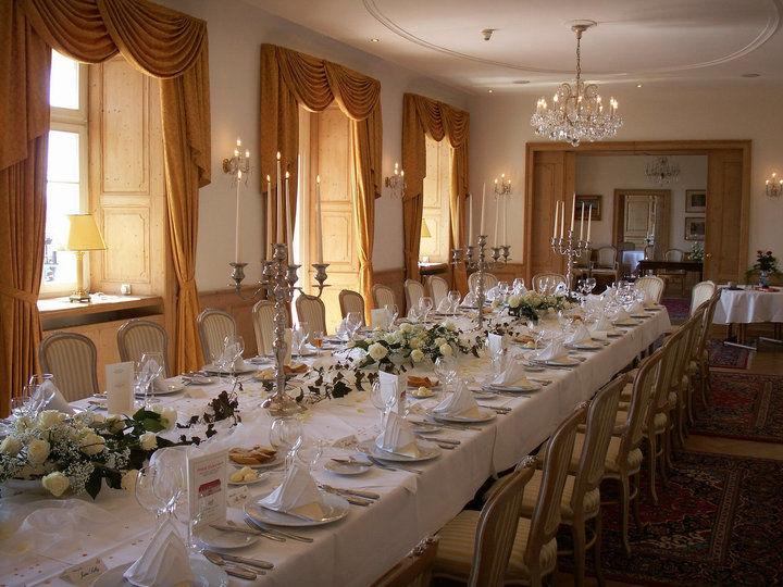 Beispiel: Hochzeitstafel im Schlosssalon, Foto: Schloss Diedersdorf.