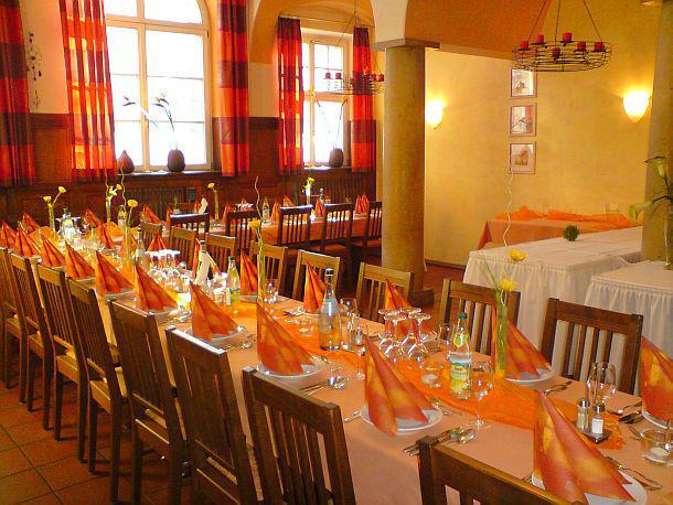 Beispiel: Große Gaststube - Tafel, Foto: Waldrestaurant Schiesshaus.