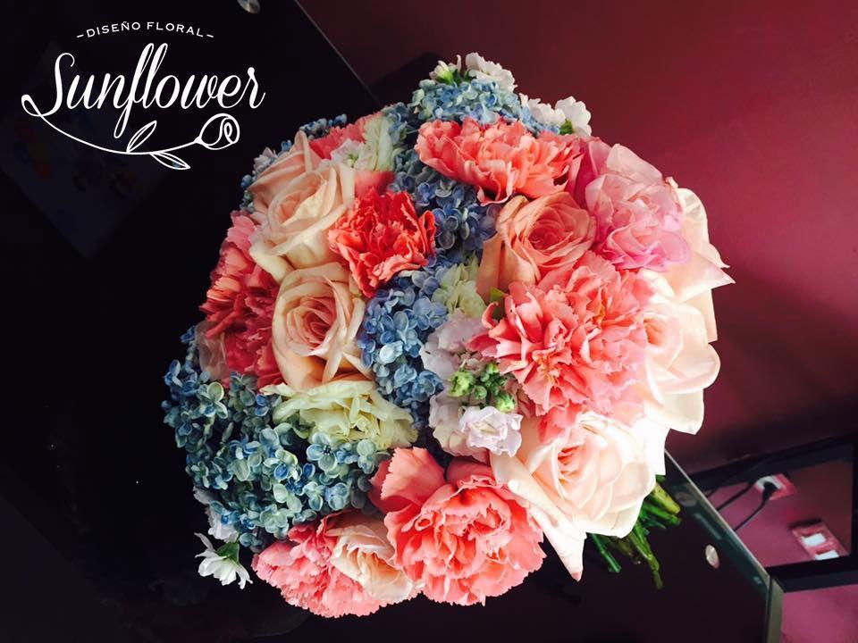 Ramo de rosas, hortensias y aleli