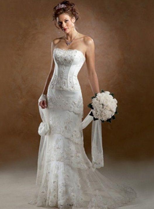 Robe de mariée en dentelle en dépôt-vente et sur commande chez Mariage en Rose.