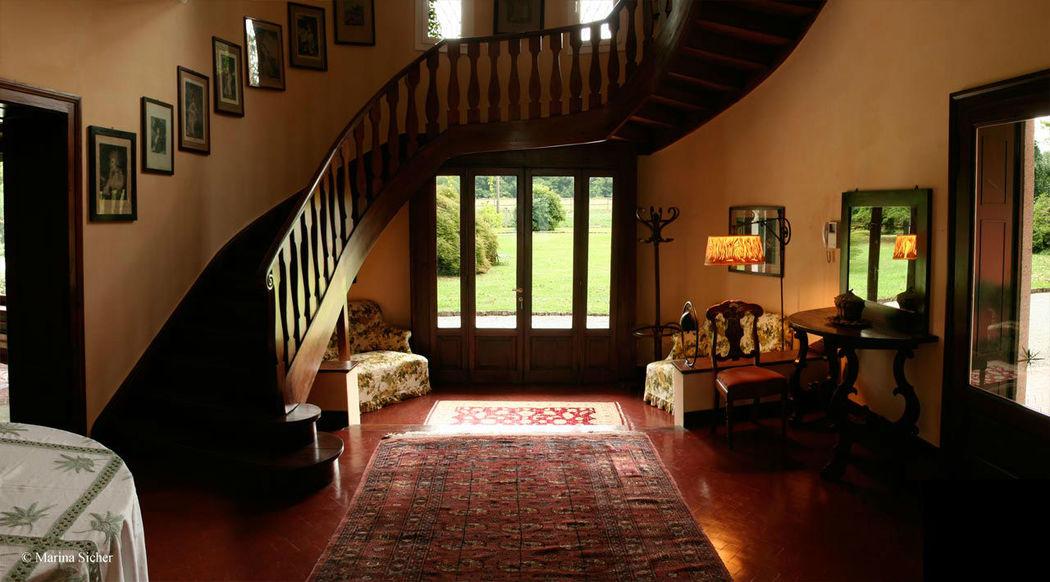 L'entrata con la scalinata