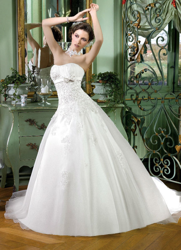 Beispiel: Brautmode, Foto: Monalisa Brautmoden.