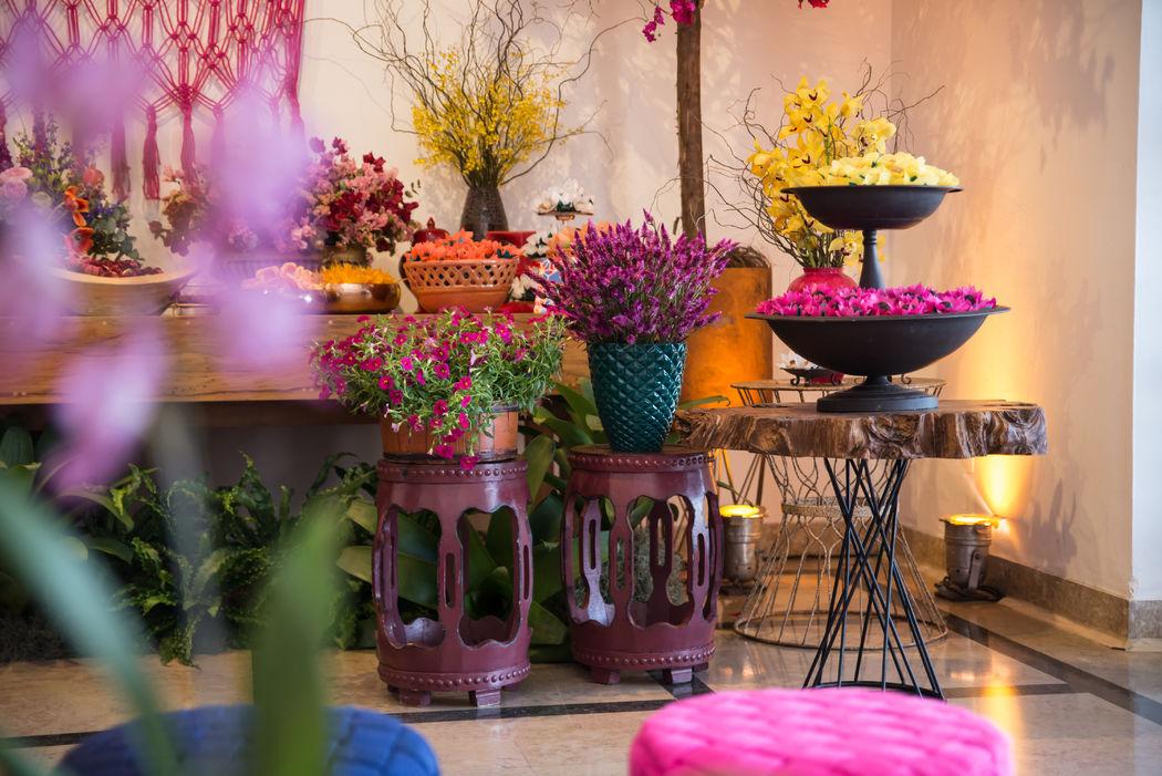 Detalhe da mesa super colorida de doces