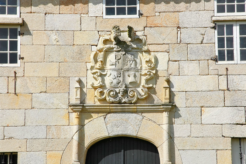 Escudo de armas de los antiguos propietarios del Pazo