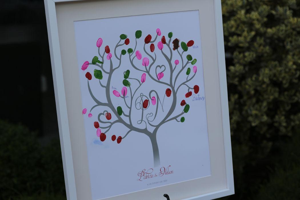 Resultado final: árvore com folhas verdes, rosa e vermelho, um pouco agredida pela inocência das crianças, o que ainda lhe dá mais exclusividade. Apresente a sua ideia, podemos desenvolver qualquer tipo de árvore, ajustado aos gostos dos noivos.