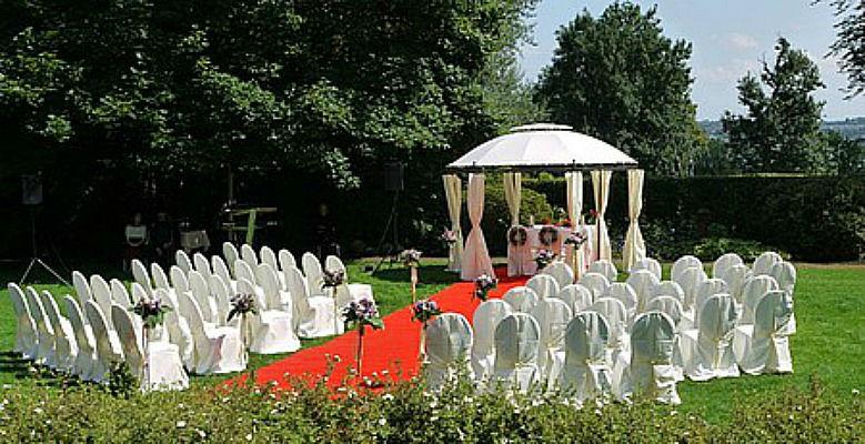 Beispiel: Trauungszeremonie im Garten, Foto: Romantik Hotel Kieler Kaufmann.