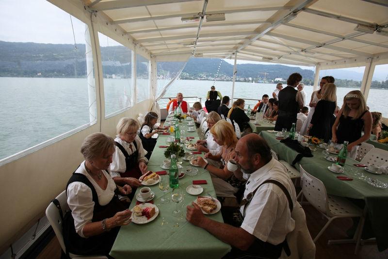 Beispiel: Hochzeitstafel auf hoher See, Foto: Bodenseeschifffahrt.