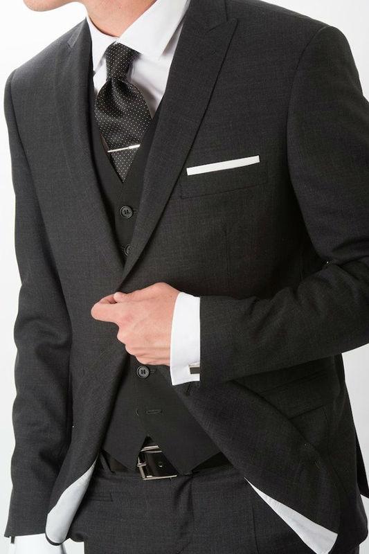 Julián Adrados Traje elegante de tres piezas de lineas slim en tejido de Vitale Barberis Canonico super 130's.
