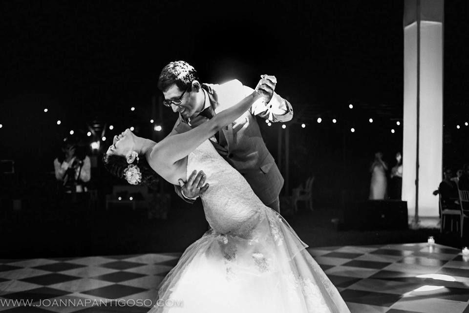Precioso momento de Maritza & Alan, en todo el proceso del aprendisaje de sus Coreografías siempre se mostraron muy animados y perseverantes, y cuando lleó su Gran Día Bailaron HERMOSO!