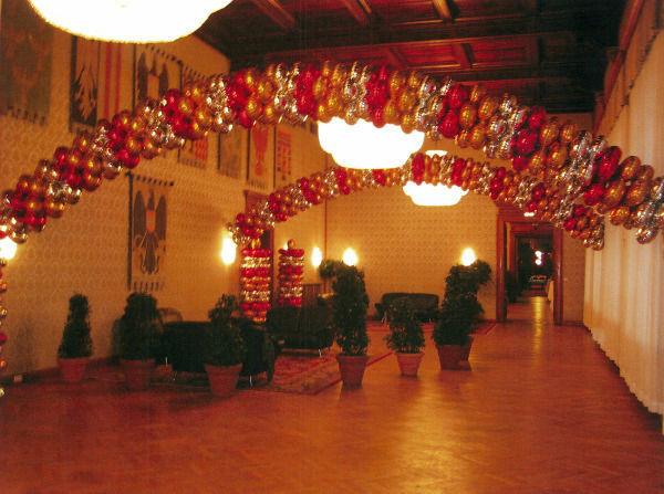 Beispiel: Ballongirlanden, Foto: Ballons & Ballons.