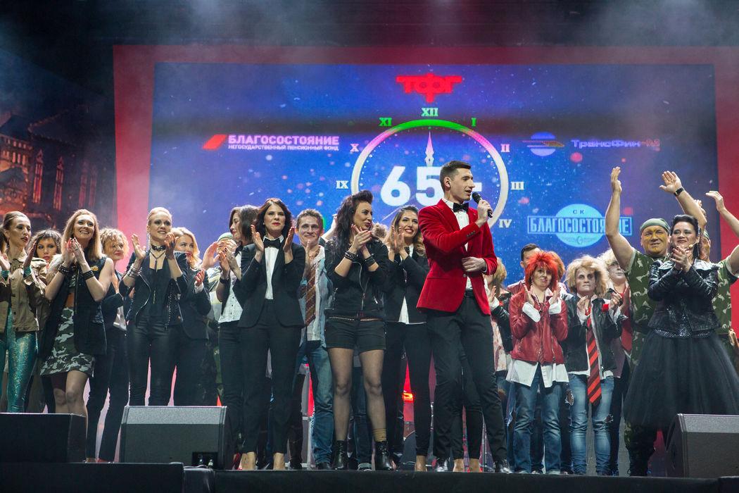 Ведущий Роман Сахаров