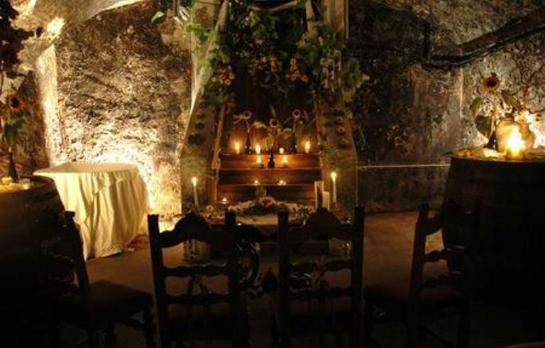 Beispiel: Romantische Atmosphäre im Weinkeller, Foto: Schloss Gamlitz.