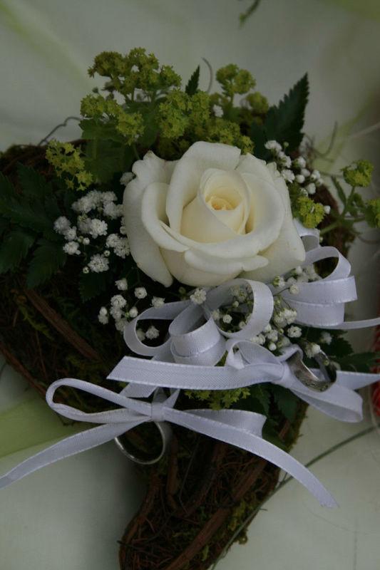 Beispiel: Traumhafte Hochzeitsfloristik, Foto: RADLOFF Blumenhaus & Gärtnerei.