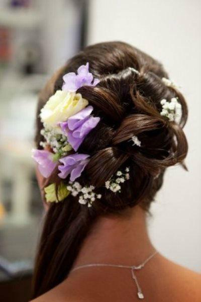 Beispiel: Wunderschöne Hochzeitsfrisuren, Foto: Sabine Pleyer-Binder.