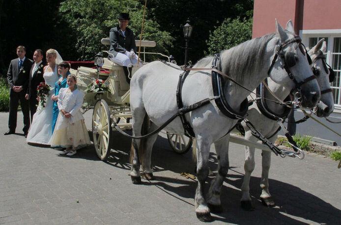 Beispiel: Hochzeitskutsche, Foto: Schloss Gastronomie Kaisergarten.