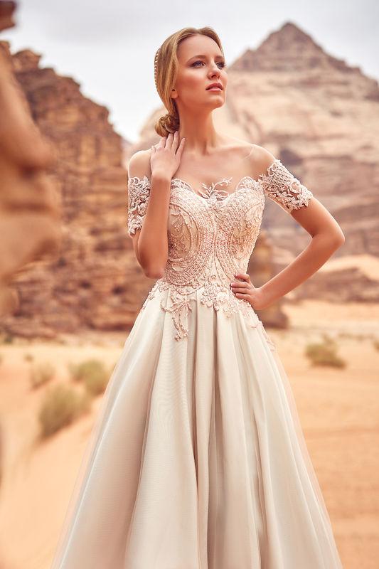 bedb9f730c16a ... Oksana Mukha - Robes de mariée ...