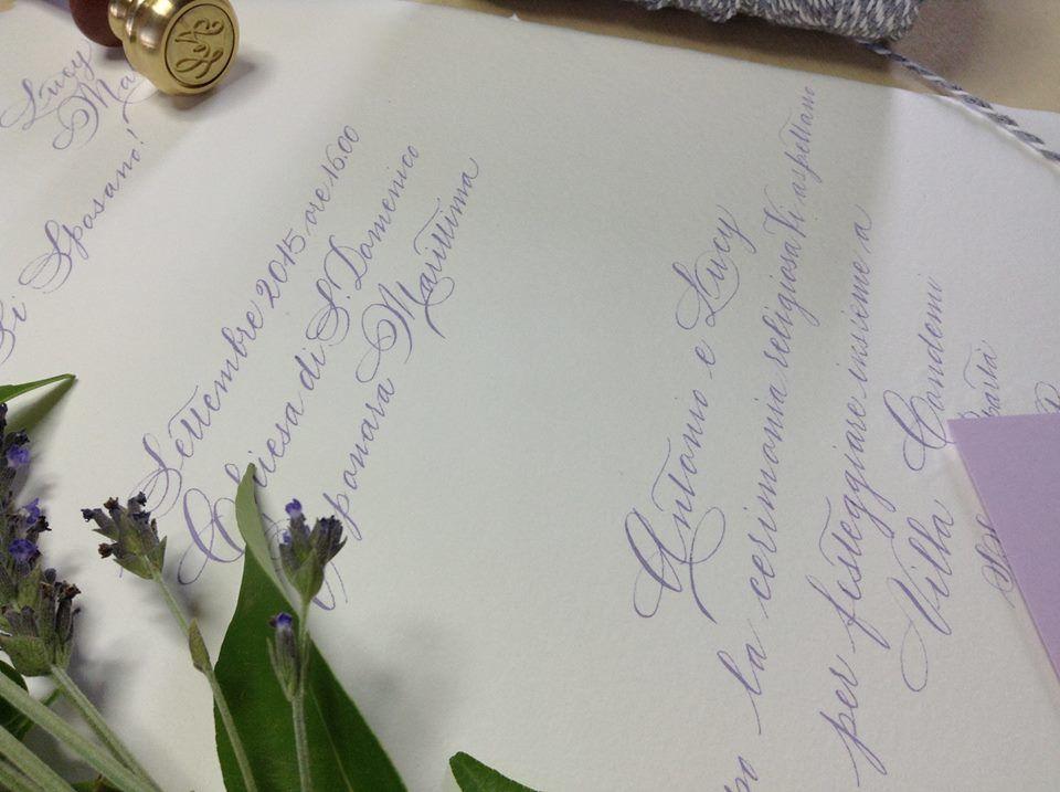 Inviti in carta a mano Amalfi su foglio unico, avorio, manoscritti in color glicine.