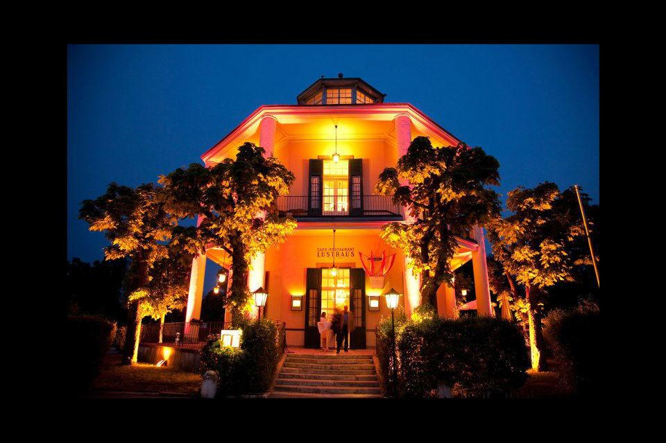 Beispiel: Café-Restaurant Lusthaus bei Nacht, Foto: Café-Restaurant Lusthaus.