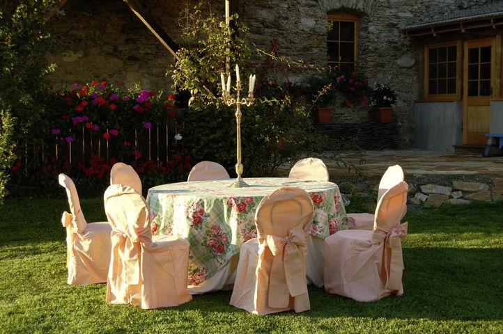Beispiel: Hochzeitsgedeck im Garten, Foto: Lilli's Feststadl.
