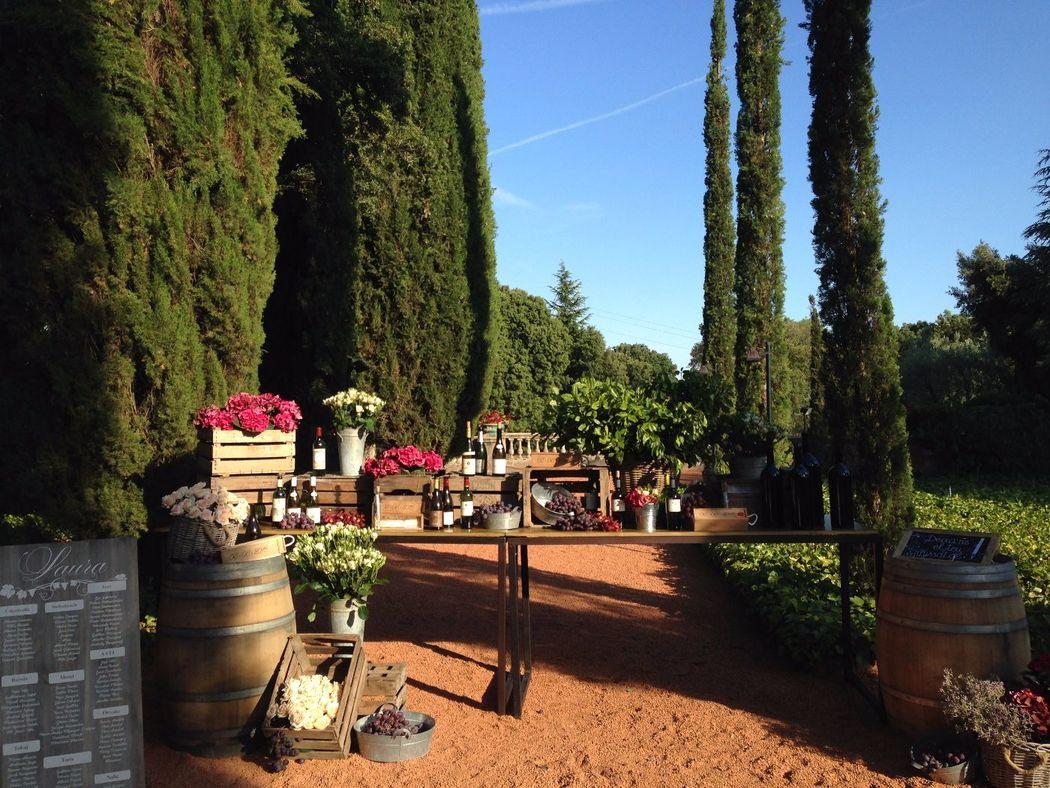 Jardín Rojo Seating Masia Egara
