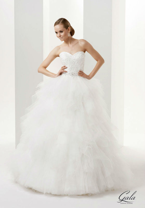 Salon Ślubny Młoda Para w Mławie, suknia Evita
