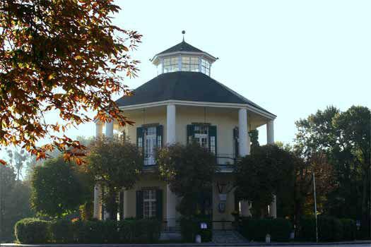 Beispiel: Außenansicht Café-Restaurant Lusthaus, Foto: Café-Restaurant Lusthaus.