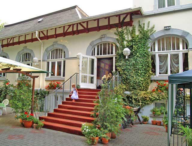 Beispiel: Eingang, Foto: Parkhotel Meerane.