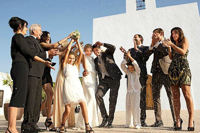 Beispiel: Hochzeitsmode, Foto: Stöcker.