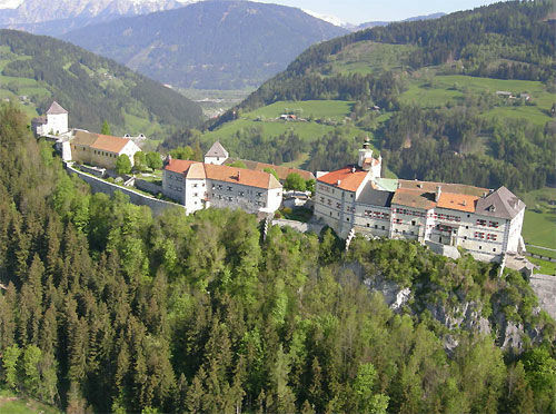 Beispiel: Luftaufnahme, Foto: Burg Strechau.