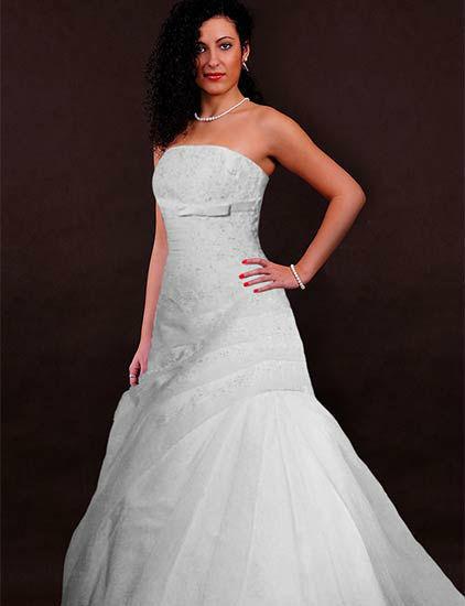 Beispiel: Brautmode, Foto: Jolie Braut- und Abendmoden.