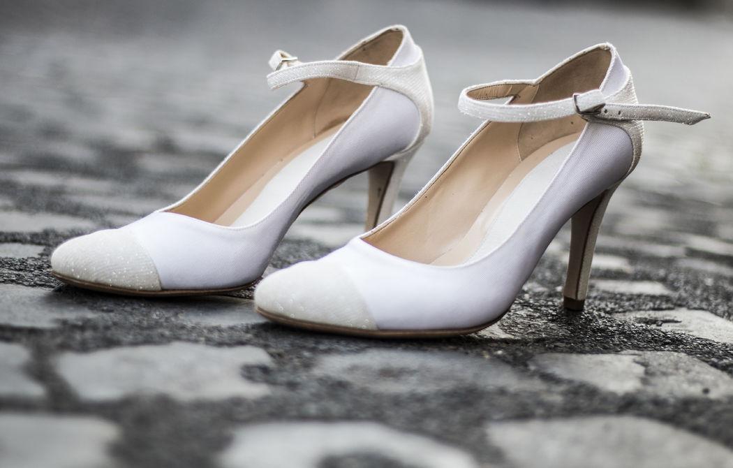 Ankle Strap in arianna bianco con cinturino e punta in glitter