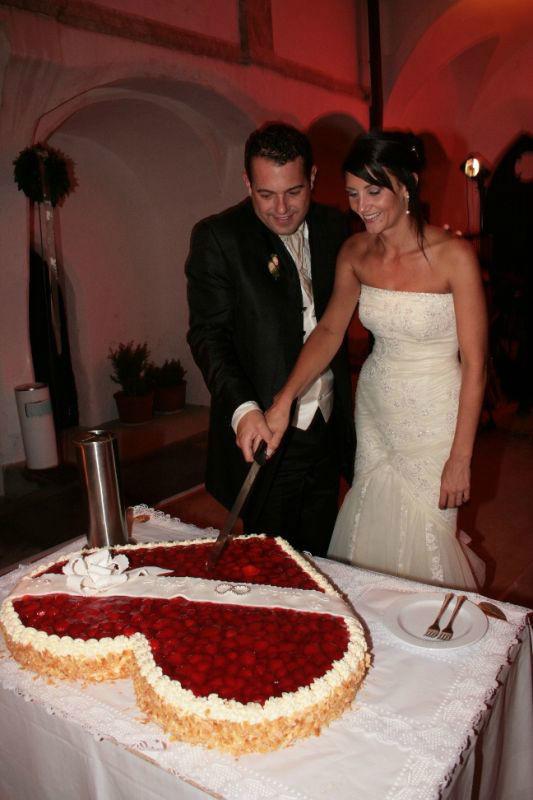 Beispiel: Anschneiden der Hochzeitstorte, Foto: SagJa.