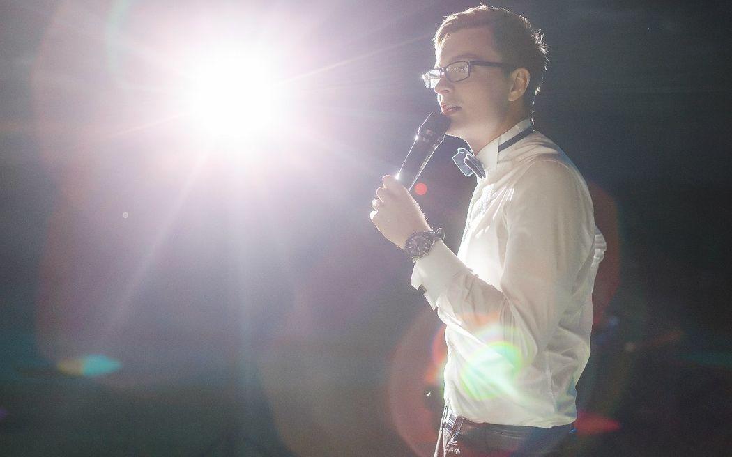 Ведущий Алексей Галаган