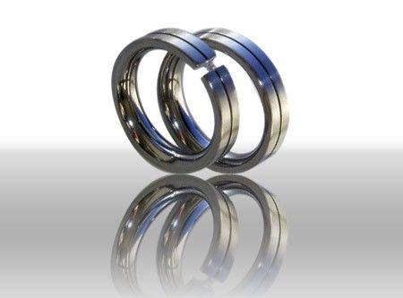 Beispiel: Trauringe Diamant, Foto: DiWe Design.