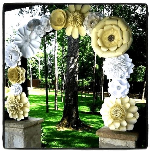 Semi arco decorado con flores gigantes