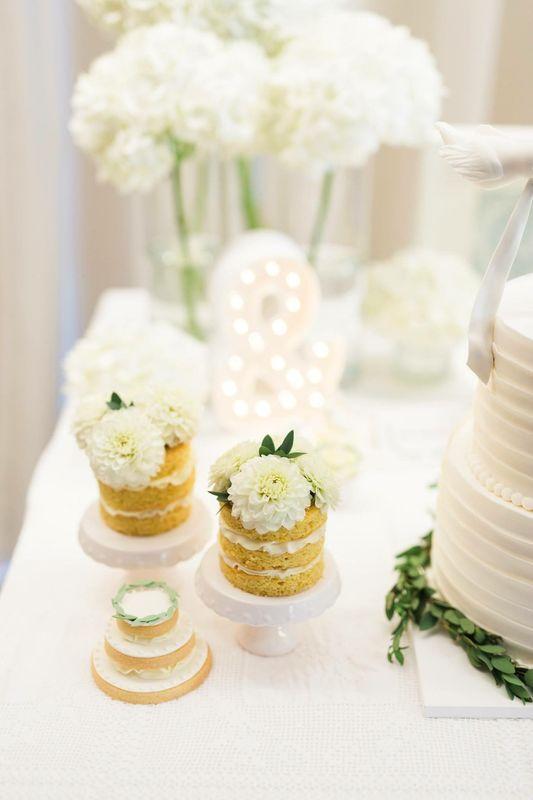 Mini Naked Cakes com flores naturais
