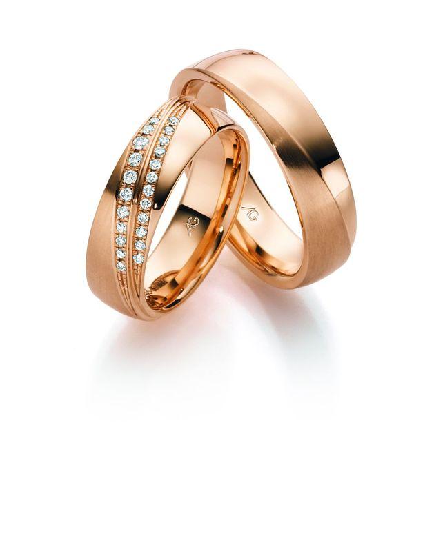 Rose gouden ringen met een mat en glanzende afwerking. De damesring is royaal bezet met diamanten in verlopende groottes.