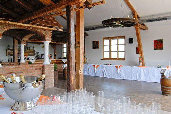 Foto: dekorierter  Hochzeitsaal