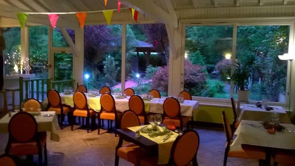 Salle restaurant de nuit